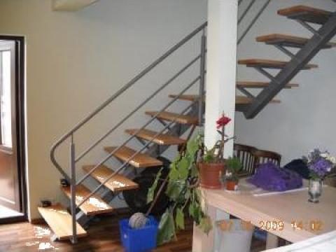 Scara interioara cu balustrada simpla