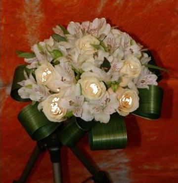 Buchet mireasa 11 trandafiri - 1236 de la Floraria Stil
