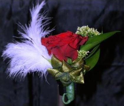 Cocarda flori naturale mod 1635 de la Floraria Stil