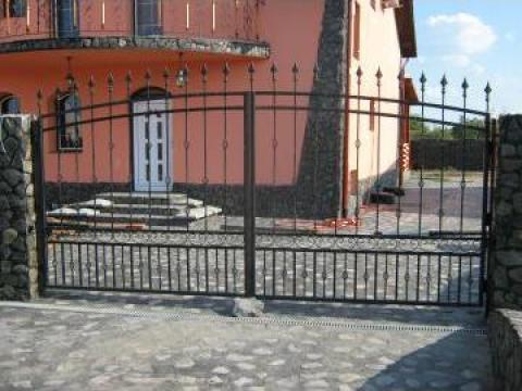 Poarta si panouri de gard din fier forjat de la New Metal Design SRL