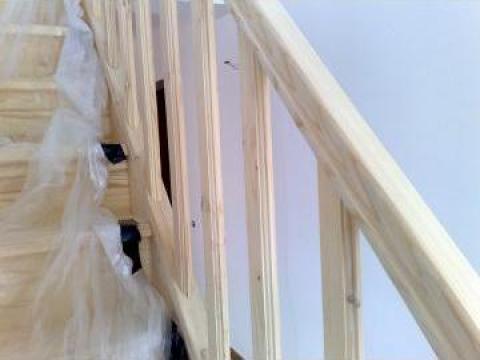 Balustri din lemn de brad de la Hexi Market Srl