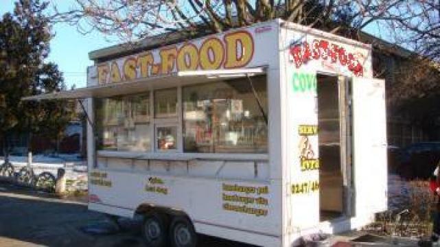 Rulota comerciala echipata fast-food