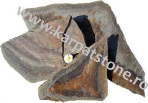 Gresie maro cu dungi de curcubeu, neregulat de la Karpat Stone Srl