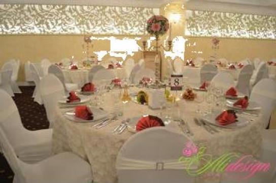 Huse scaun elastice si fete masa brodate cu trandafiri de la S.c. Ali Design S.r.l.