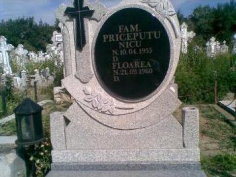 Monumente granit de la Ii Burtea Anica