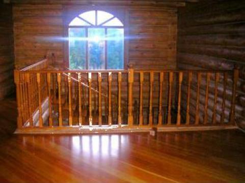 Balustrada din lemn masiv de cires de la Leontech Electric Srl