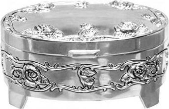 Caseta bijuterii argintata, ovala, cu trandafiri de la Dream-store.ro