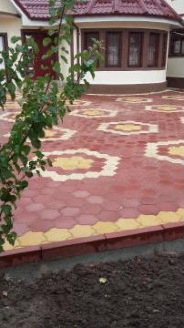 Pavaj colorat ciment gri rosu 5cm de la Grama Com S.r.l.