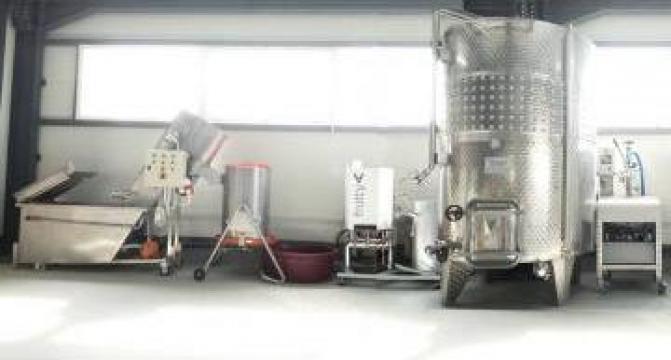 Linie completa procesare fructe mare 1000-3000 litri/zi de la Loredo Srl.