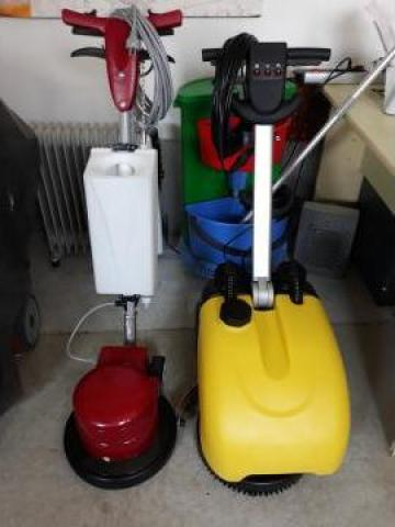 Aparat curatat suprafete Scrub 12/14 de la Tehnic Clean System