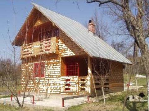 Case cu structura de lemn de la Mevis Group Management Srl