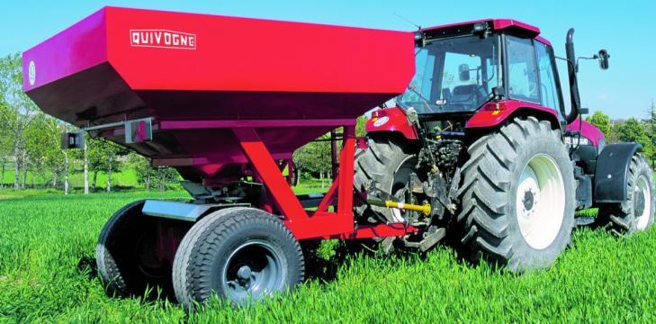 Masina de fertilizat SV 5 / SV 6 / SV 7 de la Romagrotehnica Srl.