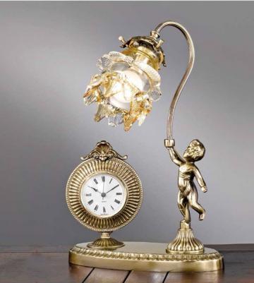 Ceas de masa cu lampa de la SC Purify Studio SRL