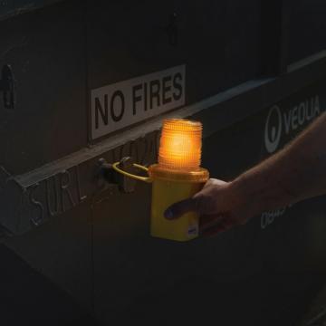 Bec avertizare lumina flash de la Plasma Trade Srl (happymax.ro)