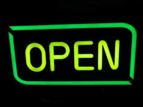 Panou reclama luminoasa pe LED cu mesaj Open de la Www.oferteshop.ro - Cadouri Online