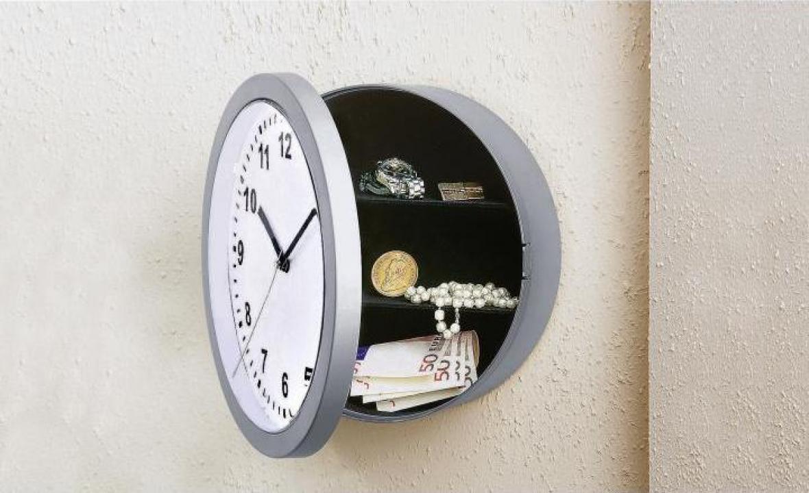 Ceas de perete cu seif