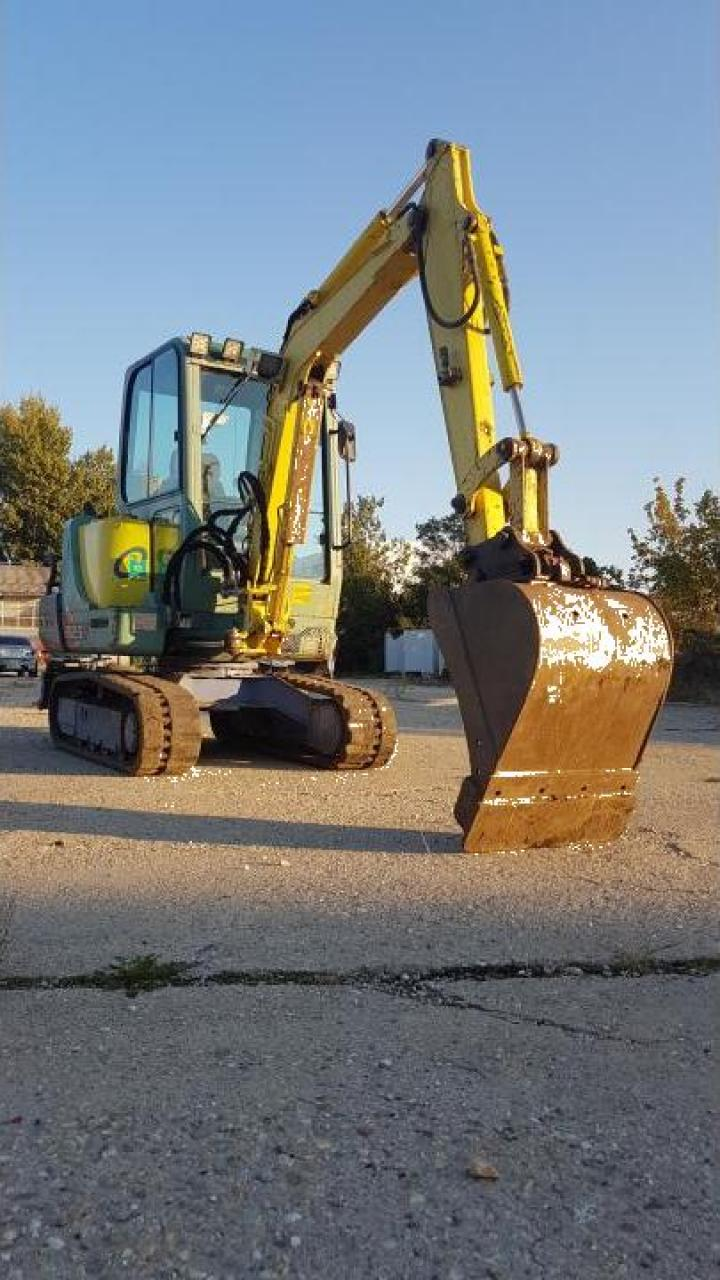 Excavator Yanmar B25V