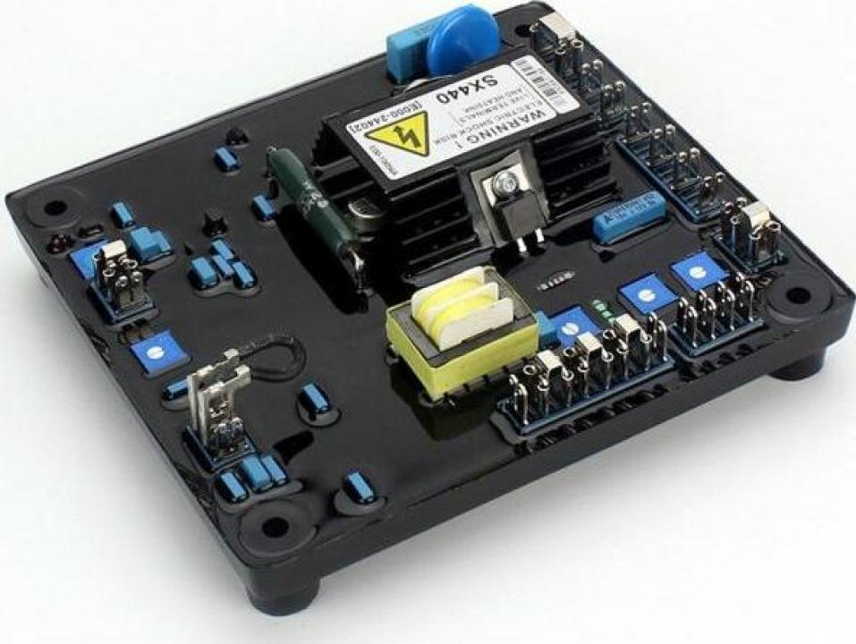 Generator trifazic AVRSX440